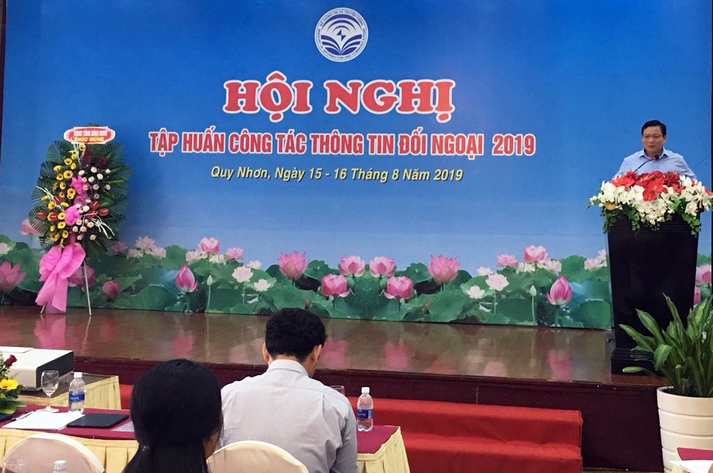 Member of provincial Party Committee, Vice Chairman of Long An provincial People's Committee - Pham Tan Hoa speaks at the Conference