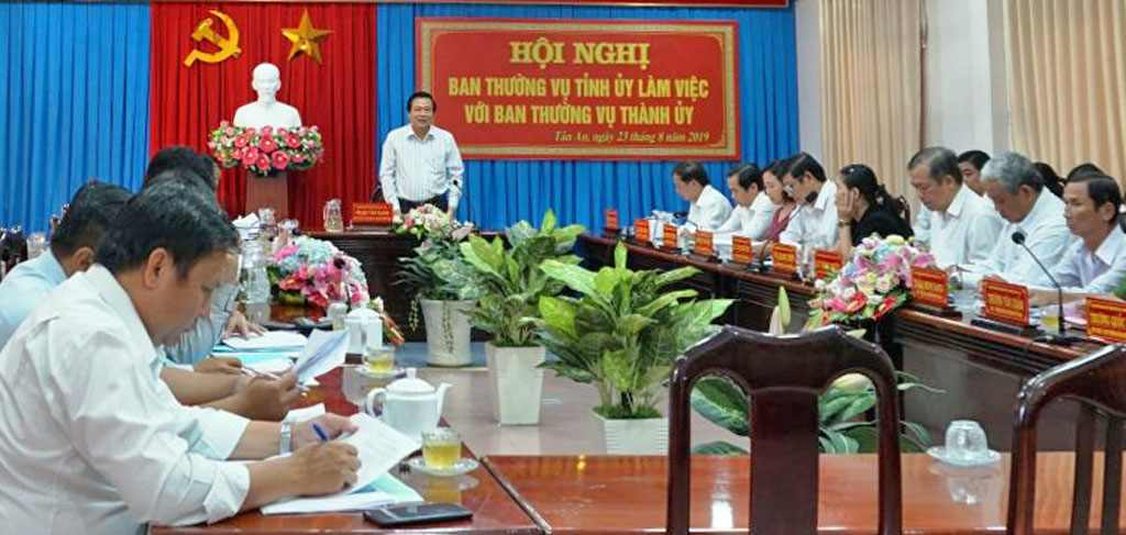 Secretary of the provincial Party Committee and Chairman of People's Council of Long An Province - Pham Van Ranh requests Tan An city to focus on some political tasks to complete the targets of the Resolution of the City Party Congress X.