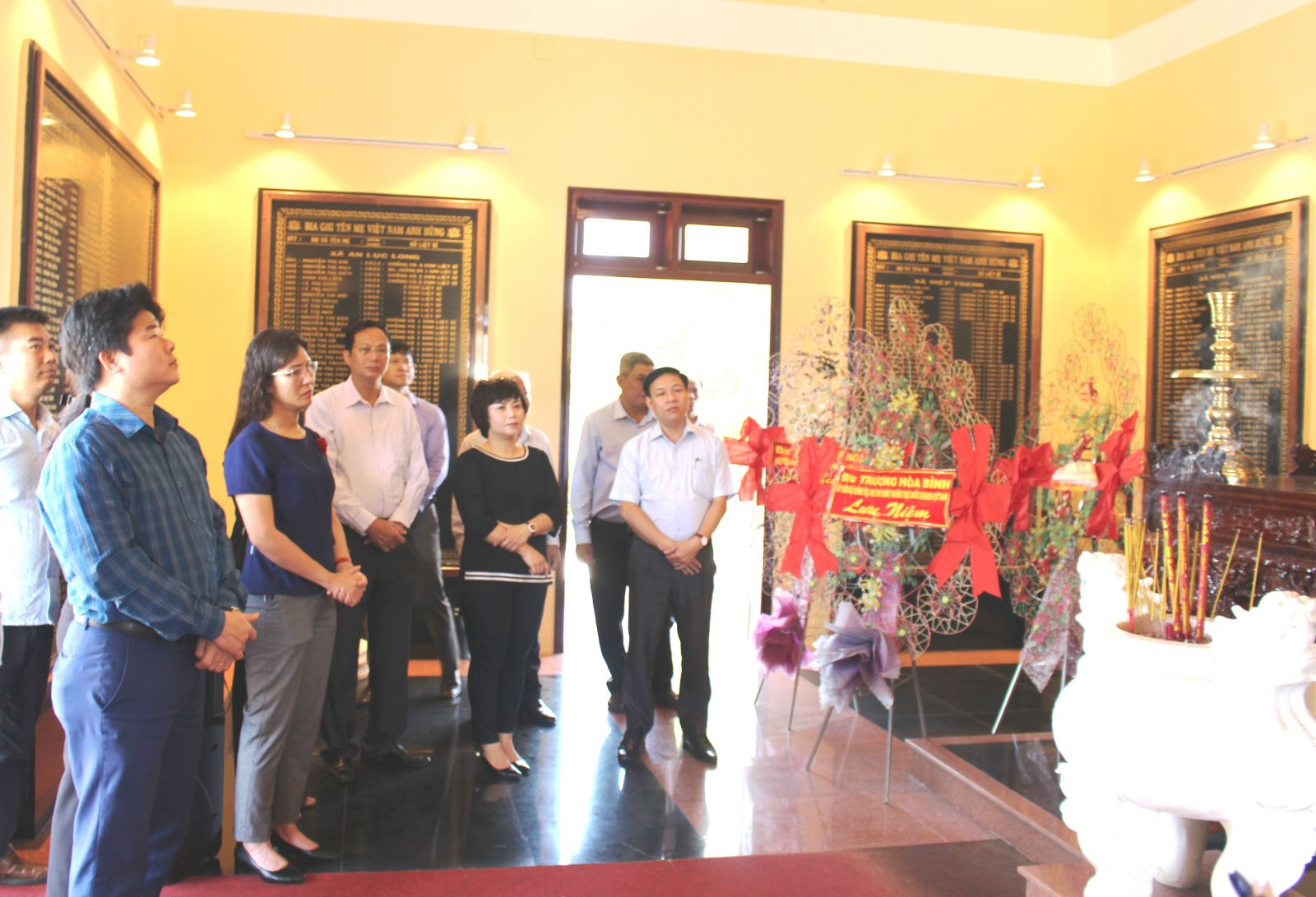 The delegation visits the House for showing gratitude for Vietnamese Heroic Mothers of Chau Thanh district