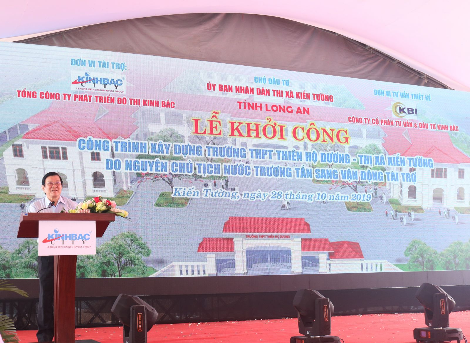Former State President of Vietnam - Truong Tan Sang emphasized that the school will help teaching and learning to achieve better results