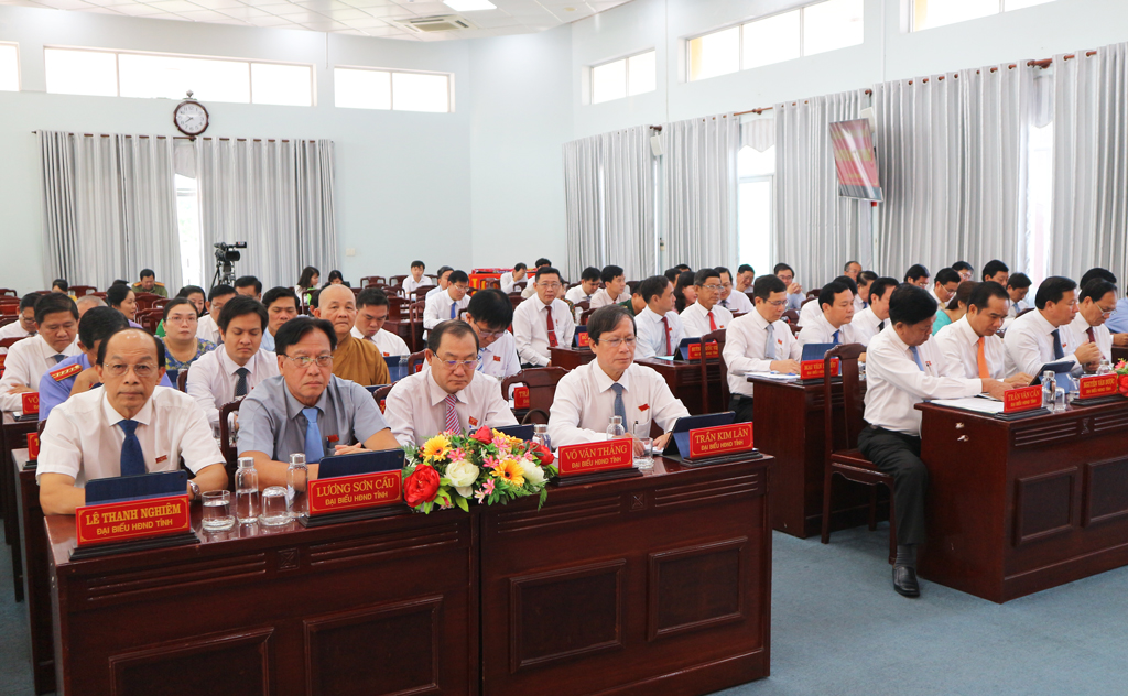54 out of 57 representatives of the provincial People's Council attend the 16th session of the IXth Provincial People's Council
