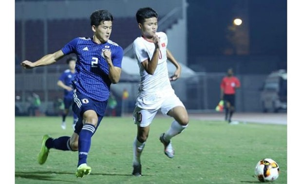 Players of Vietnam (in white) and Japan in the match at HCM City's Thong Nhat Stadium (Photo: nhandan.com.vn)