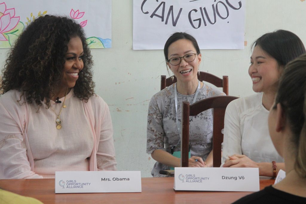 Michelle Obama meets former female students