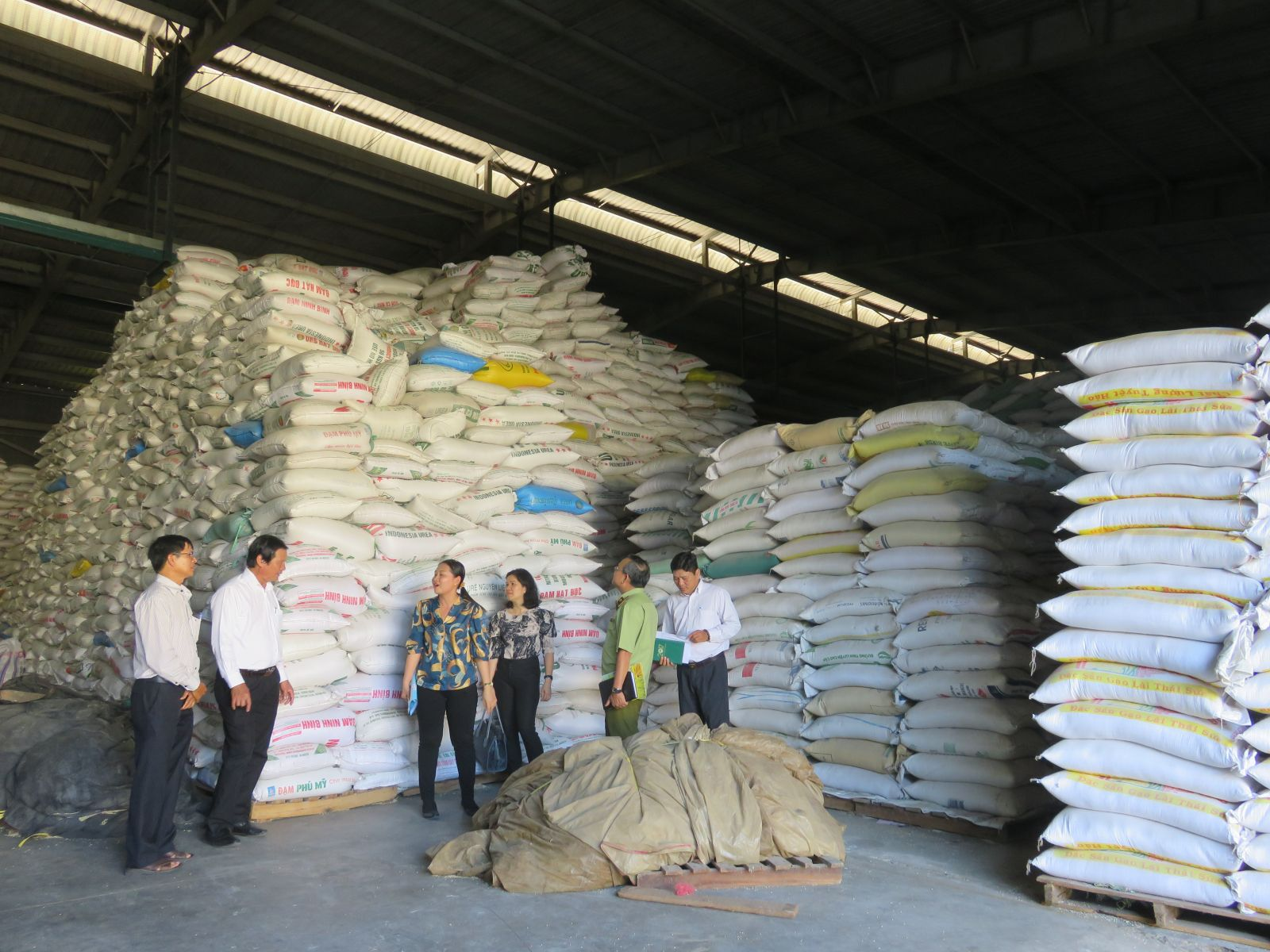 Long An Food Company stores over 43,000 tons of rice, ensuring good supply to the market