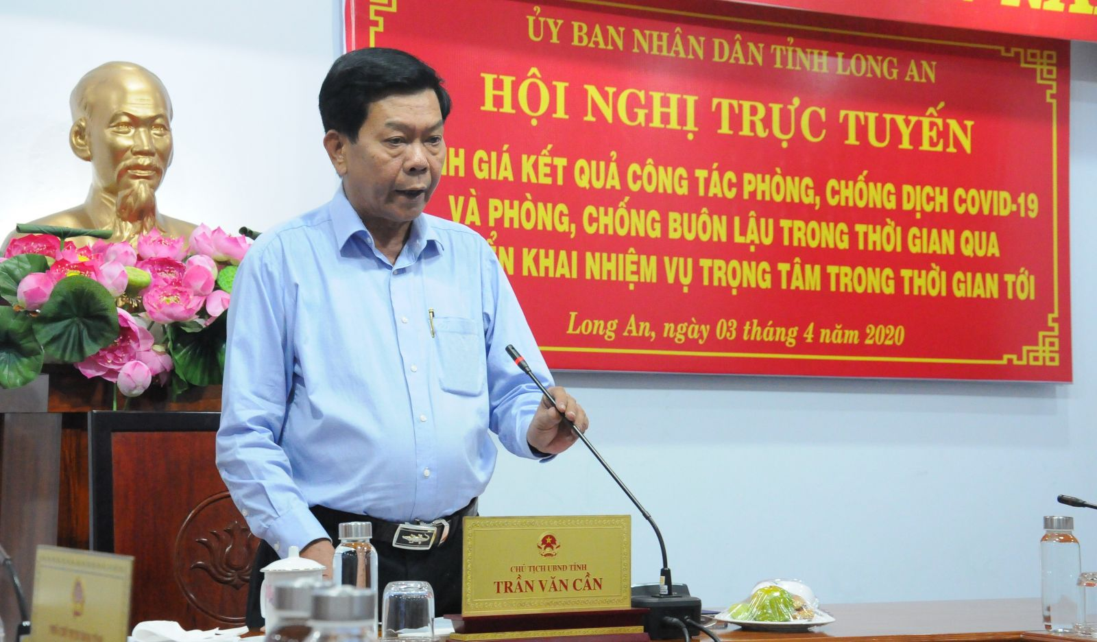 Deputy Secretary of the Provincial Party Committee, Chairman of Long An People's Committee - Tran Van Can deliveres a speech at the conference